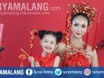 dua-model-mengenakan-busana-cheongsam-bertema-imlek-dengan-makeup-flawless-merah.jpg