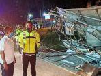 dua-orang-tewas-dalam-kecelakaan-truk-dan-mobil-daihatsu-grand-max-di-jalan-raya-malang-surabaya.jpg