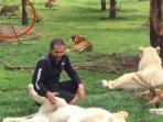 eduardo-serio-staf-kebun-binatang-diterkam-macan-tutul-diselamatkan-harimau_20160816_091827.jpg
