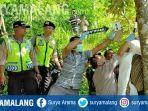 eko-cahyono-kabupaten-trenggalek-ditemukan-meninggal-gantung-diri-di-pohon-durian.jpg