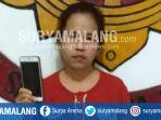 emak-emak-bernama-surati-tertangkap-polisi-karena-gaptek-saat-mencuri-handphone-di-surabaya_20180829_130029.jpg