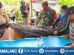 evakuasi-jasad-wisatawan-pantai-paseban-kecamatan-kencong-jember.jpg