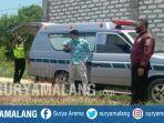 evakuasi-jenazah-abu-bakar-siddik-39-di-komplek-pemakaman-desa-tengket-bangkalan.jpg