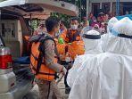 evakuasi-jenazah-di-sungai-desa-kenongosari-kecamatan-soko-tuban-rabu-2012021.jpg