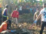 evakuasi-jenazah-m-ridwan-di-persawahan-desa-tinggarbuntut-kecamatan-bangsal-mojokerto.jpg