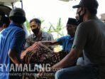 evakuasi-jenazah-musafir-tanpa-identitas-di-desa-dharma-camplong-kecamatan-camplong-sampang.jpg