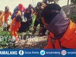 evakuasi-jenazah-pria-tanpa-identitas-di-bengawan-solo-kecamatan-balen-bojonegoro.jpg
