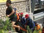 evakuasi-jenazah-sumirah-81-yang-tewas-tenggelam-di-sungai-grogolan-kelurahan-jetak-bojonegoro.jpg