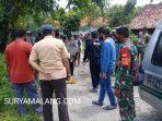evakuasi-jenazah-umrati-35-di-pinggir-jalan-desa-bundah-kecamatan-sreseh-sampang.jpg