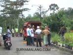 evakuasi-korban-serangan-tawon-sliring-di-desa-sidomukti-kecamatan-plaosan-magetan.jpg
