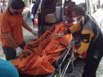 evakuasi-mayat-nasril-5-yang-tewas-tenggelam-di-selokan-jalan-tambak-mayor-surabaya.jpg