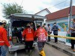 evakuasi-mayat-pasien-covid-19-di-selokan-depan-rsud-wonosari-gunungkidul-yogyakarta.jpg