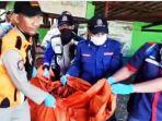 evakuasi-mayat-perempuan-tanpa-busana-di-sungai-londo-mangrove-taman-bambu-surabaya.jpg