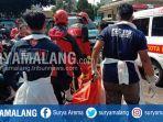 evakuasi-mayat-pria-di-bangunan-kosong-lapangan-sampo-kasin-kecamatan-klojen-kota-malang.jpg