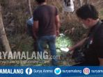 evakuasi-mayat-pria-tanpa-identitas-di-kebun-di-desa-sidokumpul-sambeng-lamongan_20180910_171633.jpg