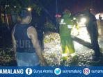 evakuasi-pohon-tumbang-bojonegoro.jpg