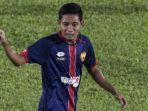 evan-dimas-menjalani-laga-debut-bersama-klub-malaysia-selangor-fa_20180205_172307.jpg