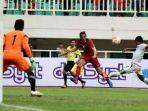 ezra-walian-melakoni-debutnya-bersama-timnas-indonesia-u-22-di-laga-kontra-myanmar_20170322_084321.jpg