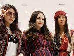 fashion-influencer-menunjukkan-koleksi-terbaru-max-fashions.jpg