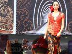 festival-batik-malang-penampilan-top-model-cantik-seksi-baju-batik.jpg