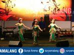 festival-kesenian-tradisional-bertajuk-malang-mbalik-lawas-di-balai-kota-malang_20180409_194839.jpg