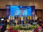 foto-bersama-dalam-kegiatan-yang-dilaksanakan-oleh-bank-indonesia-cabang-malang-di-hotel-ijen-suites.jpg