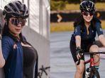 foto-tante-ernie-tetap-seksi-saat-bersepeda-pakai-tank-top-hitam-lengkap-dengan-helm-dan-kacamata.jpg