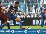 gelandang-arema-fc-ahmet-atayev-berebut-bola-dengan-striker-psm-makassar-m-rahmat_20180514_003856.jpg