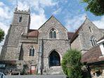 gereja-st-leonard-di-inggris-yang-menyimpan-ribuan-tengkorak-manusia_20170613_211057.jpg