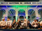gubernur-jatim-makan-sahur-bersama-di-masjid-al-akbar-surabaya.jpg