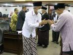 gubernur-jawa-tengah-ganjar-pranowo-asn-dan-sejumlah-anggota-legislatif-jateng-sarungan.jpg