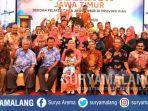 gubernur-jawa-timur-khofifah-indar-parawansa-bertemu-dengan-ratusan-warga-provinsi-riau.jpg