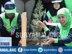 gubernur-jawa-timur-khofifah-indar-parawansa-saat-menanam-pohon-cemara-udang.jpg