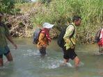 guru-sd-negeri-pojokklitih-3-kecamatan-plandaan-jombang_20170428_080857.jpg