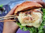 hotel-aston-sidoarjo-meluncurkan-menu-baru-yaitu-burger-sate.jpg