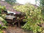 hujan-deras-disertai-angin-kencang-mengakibatkan-lima-bangunan-rusak-di-kabupaten-madiun.jpg