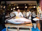 ikan-tuna-di-jepang-seharga-lamborghini-milik-raffi-ahmad_20170106_104755.jpg