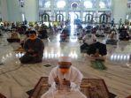 imam-masjid-al-kabar-surabaya-pimpin-salat-kusuf.jpg