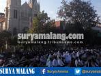 jamaah-salat-idul-adha-masjid-agung-jami-kota-malang-meluber-depan-gereja-hati-kudus-yesus_20160912_095903.jpg