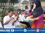 jemaat-gereja-pantekosta-di-indonesia-gpdi-boyolangu-dijamu-ketupat-sayur-oleh-umat-islam_20170702_102502.jpg