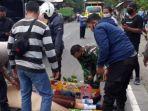 jenazah-korban-kecelakaan-di-jalan-raya-desa-bendo-kecamatan-ponggok-kabupaten-blitar.jpg
