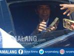 jokowi-bagi-kain-batik_20180906_125037.jpg
