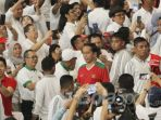 jokowi-joko-widodo-di-antara-para-pejabat-dan-penonton-laga-timnas-indonesia-kontra-islandia_20180115_085102.jpg