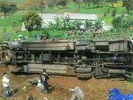 kecelakaan-di-jalur-puncak-tepatnya-di-desa-ciloto-cipanas-cianjur-jawa-barat_20170430_145159.jpg