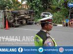 kecelakaan-mobil-boks-nopol-b-9732-ncd-terguling-di-jalan-arjuno-surabaya.jpg