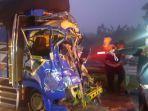 kecelakaan-truk-nopol-z-9813-tc-dan-truk-tronton-nopol-e-8983-ps-di-tol-ngawi-solo.jpg