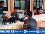 kegiatan-panitia-ppdb-di-sman-8-kota-malang-rabu-2162017_20170621_173003.jpg