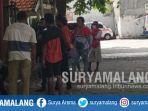 keluarga-korban-bentrokan-di-rsud-dr-soetomo-surabaya-minggu-2162020.jpg