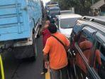 kemacetan-jalur-lalu-lintas-dari-arah-probolinggo-lumajang.jpg