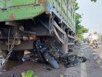 kendaraan-yang-terlibat-kecelakaan-di-jalan-raya-lamongan-babat-di-desa-plosowahyu.jpg